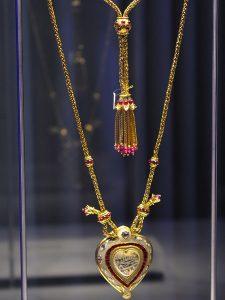elizabeth-taylor-jewellery